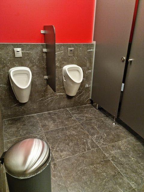 Herren-WC, Restaurant