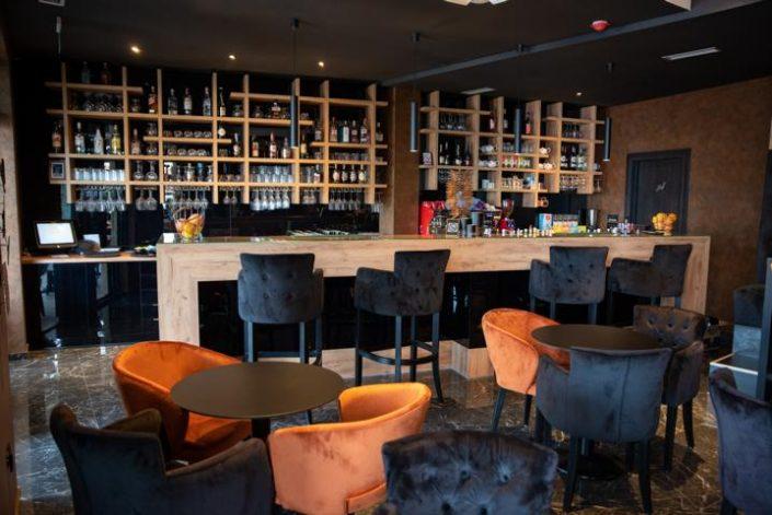 Bar/Lounge/Restaurant